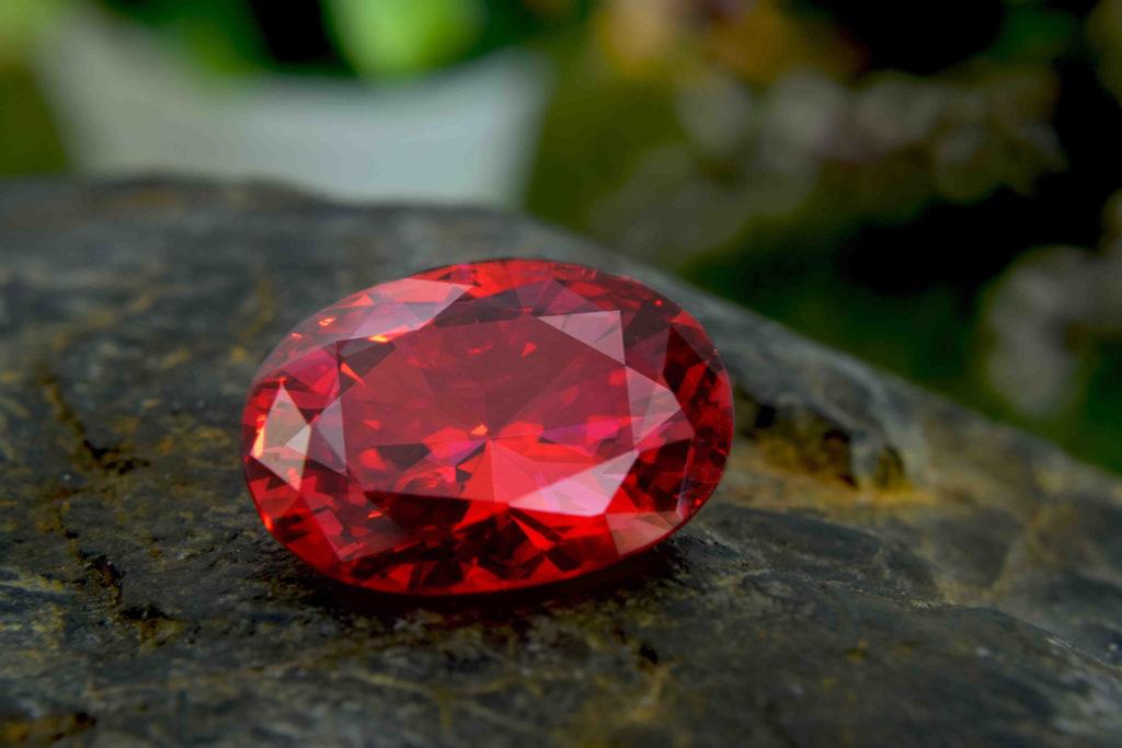 rubis pierre précieuse